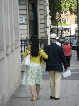 A-Walk-in-London.jpg-nggid03253-ngg0dyn-450x350-00f0w010c010r110f110r010t010